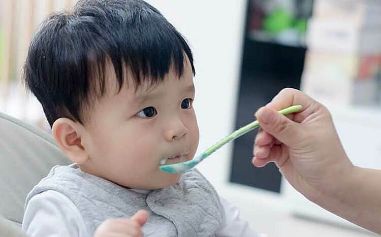 Ngày Tết bé hoạt động nhiều nên bữa ăn càng cần đảm bảo đầy đủ dinh dưỡng. Ảnh: healthxchange.sg