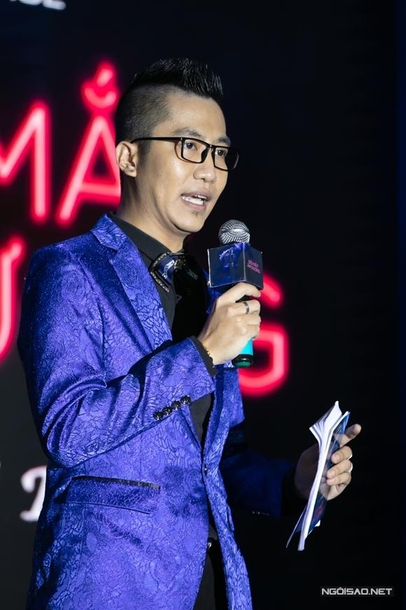 Hoàng Rapper đảm nhận vai trò MC của họp báo.
