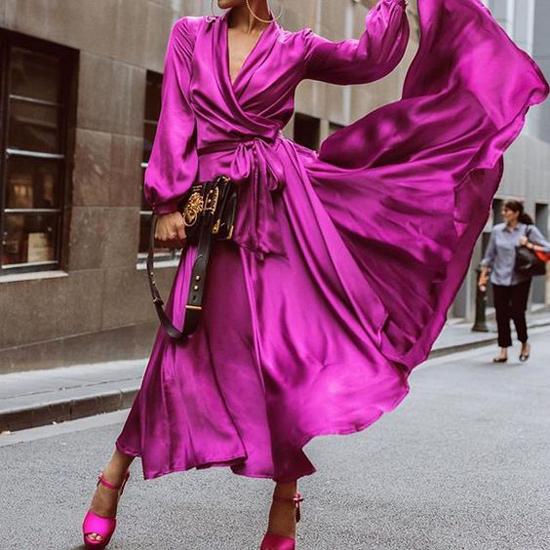 Váy tím hồng cho các nàng yêu gam màu mộng mơ, phong cách hoà trộn nữa nét đẹp hiện đại và cổ điển. Đây là kiểu trang phục dễ mặc xuống phố và có thể sử dụng khi tham gia tiệc nhẹ.