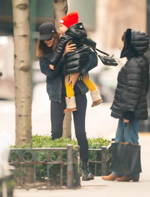 Irina trở về New York, đoàn tụ với mẹ và con gái hôm 7/1.