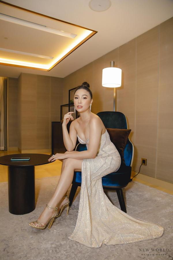 Diễn viên/ Người mẫu Quỳnh Thư đến tham dự sự kiện Kỷ niệm 25 năm thành lập khách sạn New World Sài Gòn