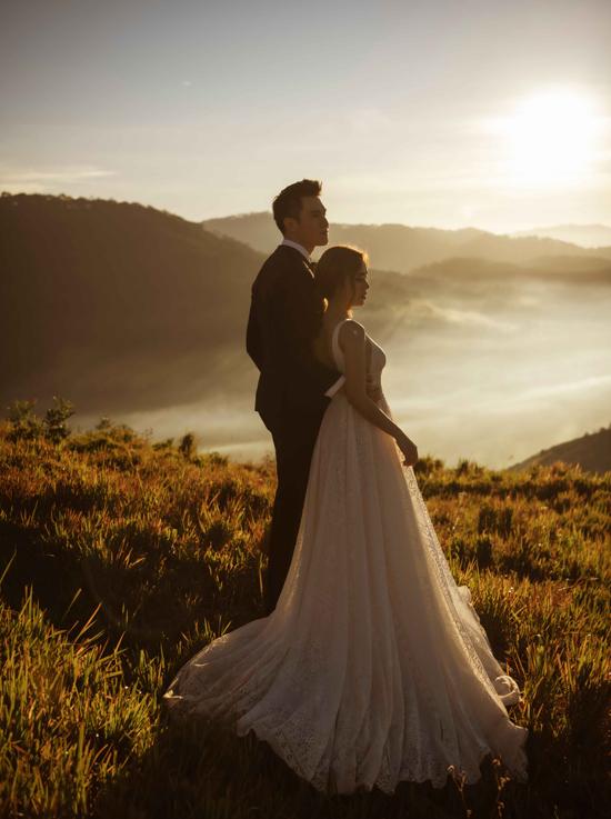 Minh Anh chia sẻ, anh muốn giữ bình yên cho Diễm Trangnên trước hôn lễ chàng diễn viên giấu nhẹm mọi hình ảnh về bạn gái 9X.