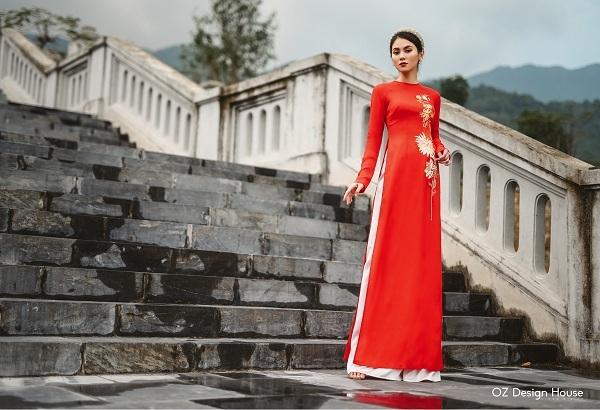 Trước thềmTết Canh Tý, các nhà thiết kế của Oz Design House kết hợpchất liệu truyền thống thô lụa, tơ tằm với nghệ thuật thêu tay tinh xảo để sáng tạo ra những thiết kế áo dài lộng lẫy trong bộ sưu tậpmang tên Thanh Xuân.
