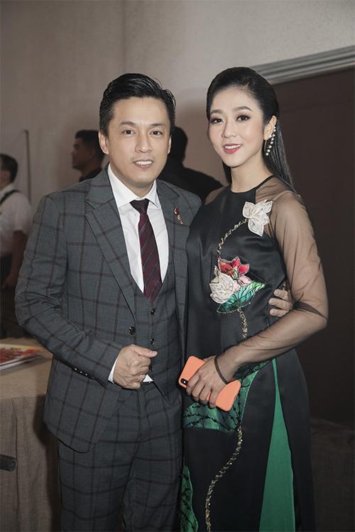 Hà Thanh Xuân và Lam Trường vốn quen biết nhau từ lâu, thường xuyên gặp gỡ mỗi khi nam ca sĩ lưu diễn tại Mỹ. Hà Thanh Xuân hoạt động chủ yếu ở hải ngoại, cô vừa về Việt Nam ít ngày để tham gia một chương trình do fan thân thiết tổ chức.