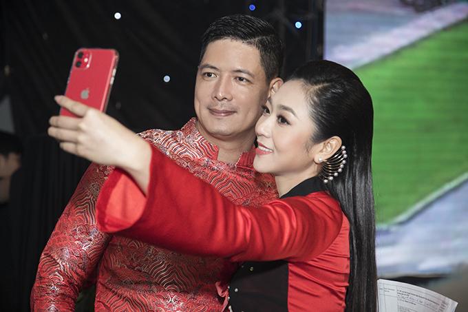 Hà Thanh Xuân cũng có dịp hội ngộ Bình Minh. Anh đảm nhận vai trò MC cho chương trình.