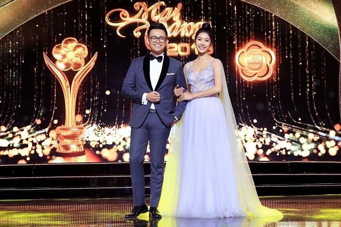 MC Đức Bảo và á hậu Thúy Vân dẫn dắt chương trình.