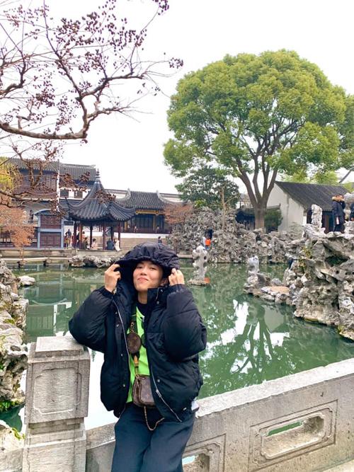 Diệu Nhi oằn mình chụp ảnh khi du lịch Trung Quốc - 9