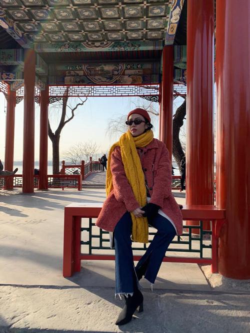 Diệu Nhi oằn mình chụp ảnh khi du lịch Trung Quốc - 1
