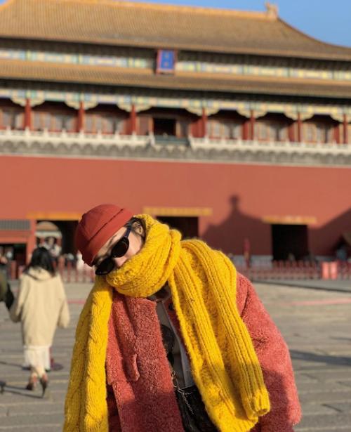 Diệu Nhi oằn mình chụp ảnh khi du lịch Trung Quốc - 4