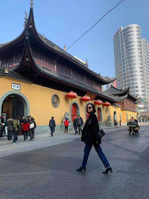 Diệu Nhi oằn mình chụp ảnh khi du lịch Trung Quốc - 5