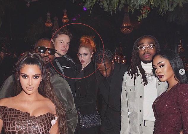 Elon cùng bạn gái tới dự tiệc Giáng sinh nhà Kardashian.