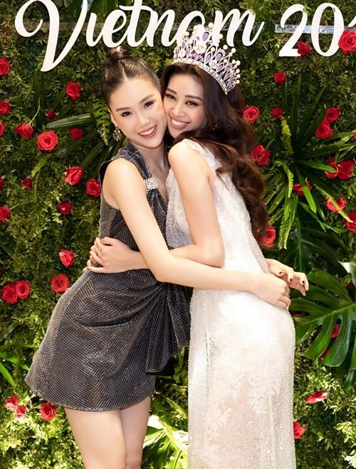 Quỳnh Hoa (trái) thân thiết với Khánh Vân. Cô nhận xét tân Hoa hậu Hoàn Vũ Việt Nam 2019 là người mạnh mẽ, cá tính giống, nhiều nét giống... đàn ông.