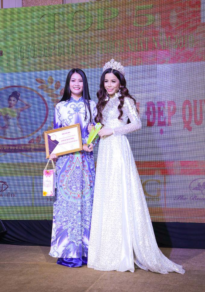 Từ khi đăng quang Mrs International World 2019, Hoa hậu Oanh Lê không chỉ nỗ lực hoàn thiện bản thân mà còn dành nhiều thời gian để tham gia các sự kiện văn hóa, nghệ thuật.