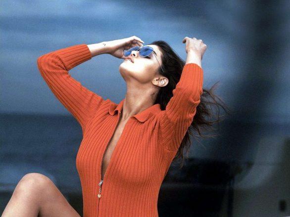 Selena Gomez gợi cảm trên tạp chí WSJ - 1