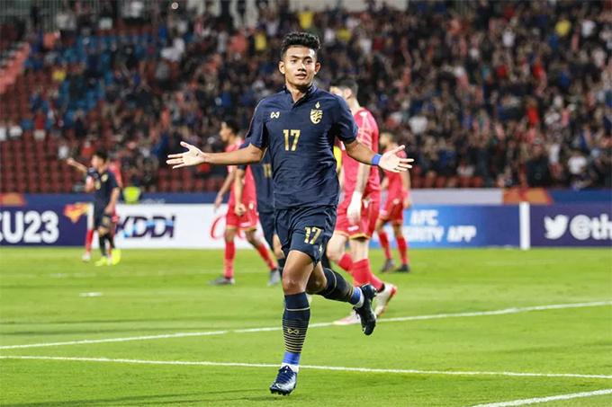 Suphanat Mueanta mừng bàn thắng vào lưới Bahrain tối 8/1. Ảnh: SMM Sport.