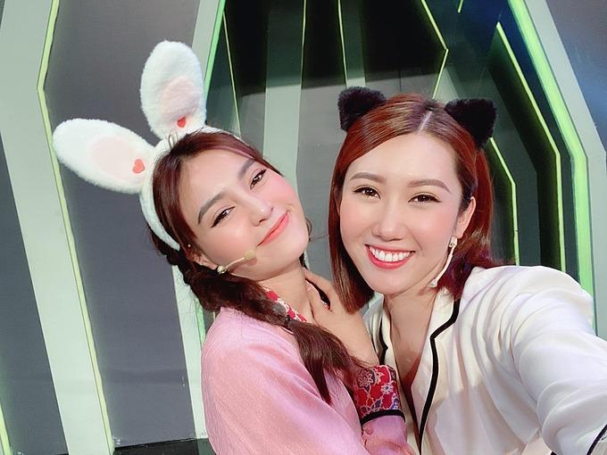 Thúy Ngân hội ngộ Ninh Dương Lan Ngọc trong một gameshow.