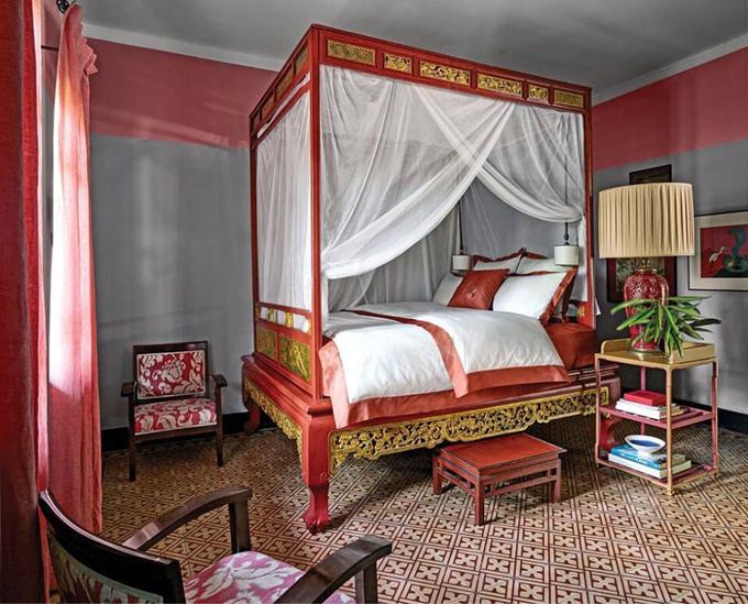 Khu vực giường ngủ gợi nhớ phòng riêng của các bậc vua chúa, quý tộc thời xưa.
