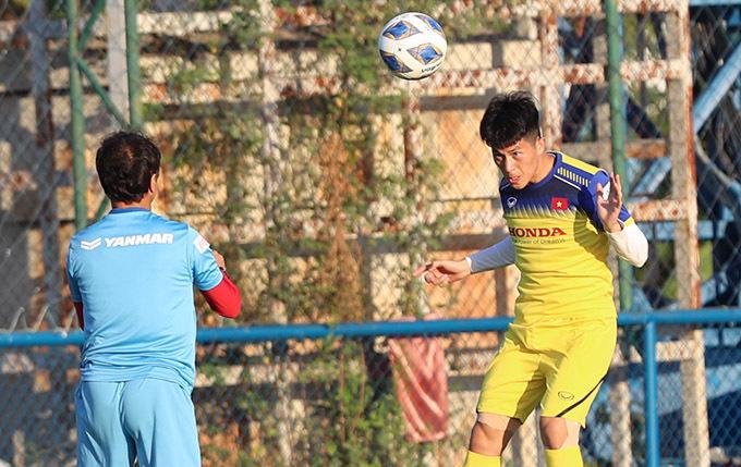Đình Trọng tập luyện cùng U23 Việt Nam tại Thái Lan. Ảnh: Đức Đồng.