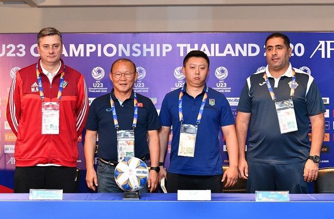 4 HLV của các đội trong bảng D: UAE, Việt Nam, Triều Tiên, Jordan(từ trái qua). Ảnh: Đức Đồng.