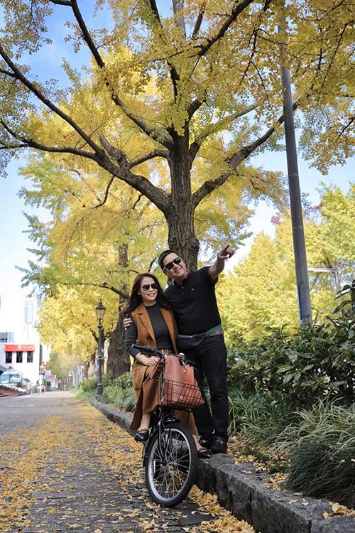 Trong thời gian yêu nhau, Chí Trung và bạn gái kém 17 tuổi thường xuyên cùng nhau đi du lịch cả trong nước lẫn nước ngoài.