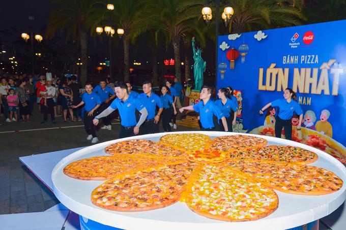 Ca khúc Domino's Pizza Song do nhạc sĩ Dương Khắc Linh viết độc quyền cho Domino's với giai điệu sôi động, trẻ trung kết hợp vũ đạo flashmob vui tươi tạo ấn tượng mạnh cho du khách tại sự kiện (nghe Domino's Pizza Song tại đây.