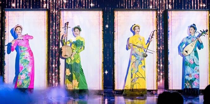 Từ trái qua: Diễm Trang, Phương Nga, Thuỳ Linh, Kiều Loan