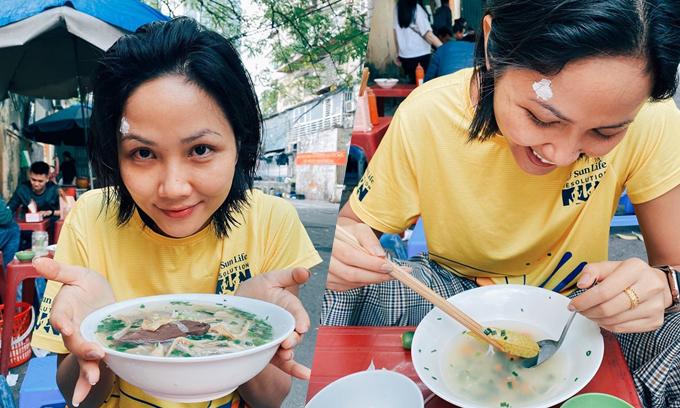 HHen Niê ăn bún ngan lề đường Hà Nội - 1