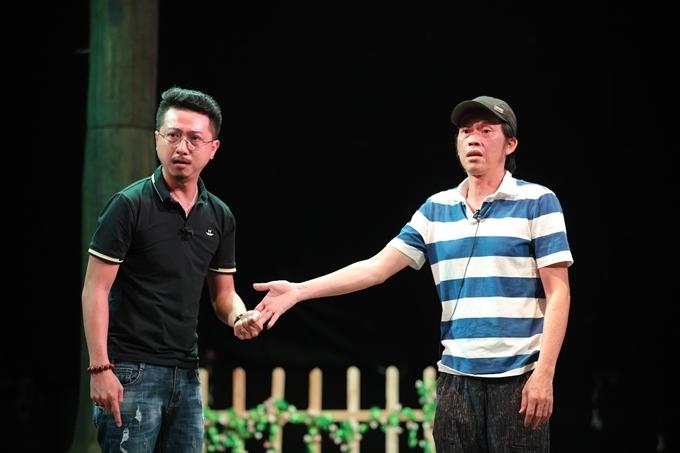 Hoài Linh tập kịch cùng Hứa Minh Đạt.