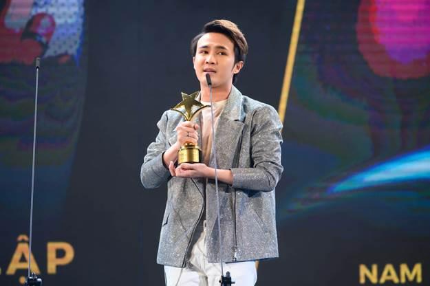 Huỳnh Lập nhận giải thưởng Ngôi Sao Xanh cho hạng mục Nam diễn viên chính xuất sắc nhất năm 2019.