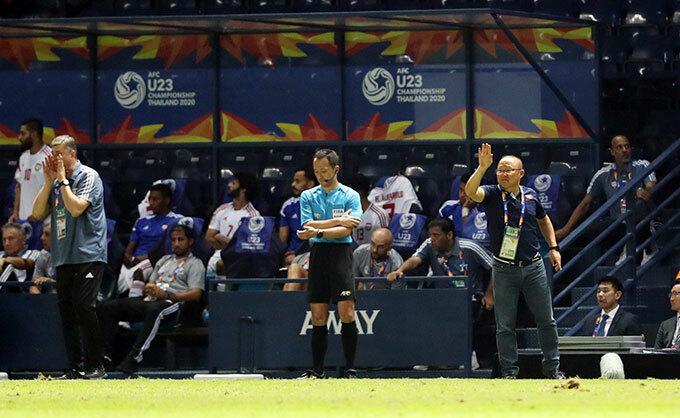 Thầy Park không dám nhìn quả penalty hụt - 5
