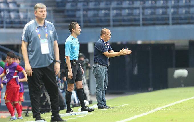 Thầy Park không dám nhìn quả penalty hụt - 3