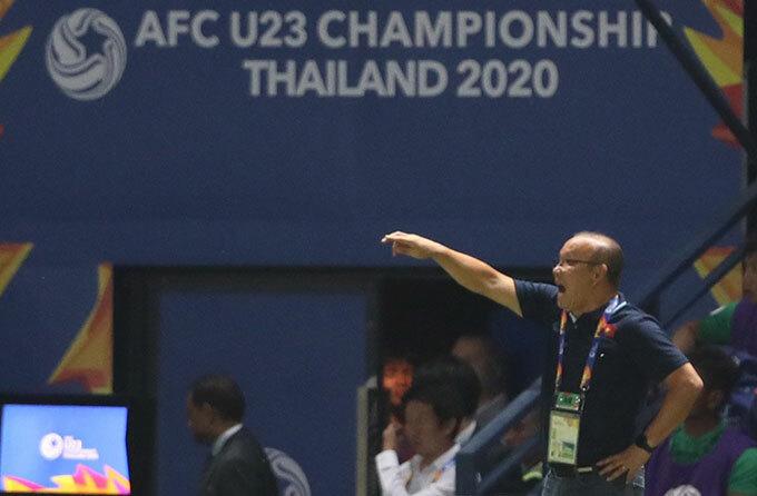 Thầy Park không dám nhìn quả penalty hụt - 7