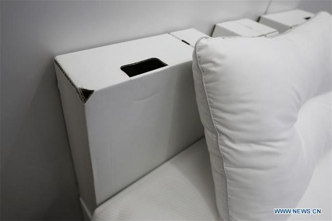 Chúng chắc chắn hơn cả giường khung gỗ, chúng có thể chịu được sức nặng lên tới 200 kg, Takashi Kitajima - quản lý làng Olympic - chia sẻ với phóng viên AP trong buổi họp báo.