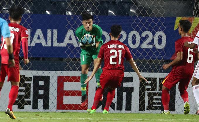 Sau khi trung vệ sinh năm 1997 vào sân, hàng phòng ngự của U23 Việt Nam chơi chắc chắn hơn. Tuy nhiên HLV Chu Đình Nghiêm của CLB Hà Nội vẫn cho rằng Đình Trọng cần thêm thời gian nghỉ ngơi để chấn thương bình phục hoàn toàn thay vì nôn nóng ra sân ở U23 châu