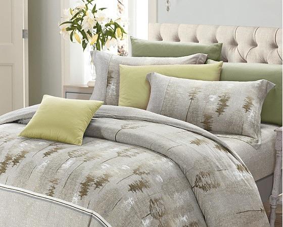 Drap Kymdan Serenity Premium Osteo thích hợp với những người muốn đưa sắc màu thiên nhiên vào phòng ngủ. Với tông màu chủ đạo là xanh lá nhạt dịu nhẹ cùng màu xám nhạt, hoa văn cây rừng trang nhã, sản phẩm giúp tạo cảm giác thư thái cho gian phòng ngủ nhà bạn. Dòng drap Serenity Premium của Kymdan làm từ chất liệu modal và dupont coolmax có tỷ lệ lần lượt là 80% và 20%. Sản phẩm có khả năng chống nhăn, co rút, độ co giãn tối ưu. Ngoài ra còn có độ thoáng khí, tạo cảm giác mát mẻ khi nằm. Bộ drap có giá 4,24 triệu đồng trên Shop VnExpress, giảm 30% so với giá gốc.