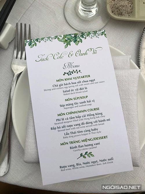 Các món ăn sẽ lần lượt được nhà hàng phục vụ theo đĩa, không đặt sẵn trên bàn để đảm bảo độ nóng sốt.