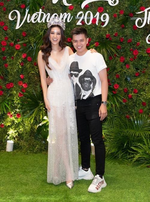 NTK Lâm Lâm - người thực hiện bộ đầm cho Khánh Vân mặc trong đêm tiệc.