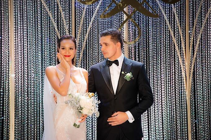 Phương Mai và chồng Tây - Marcin Miller tại tiệc cưới hôm 15/6.