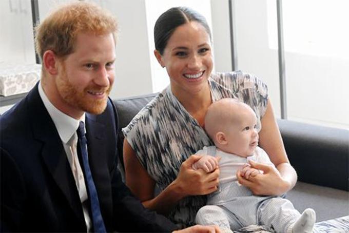 Vợ chồng hoàng tử Harry và con trai Archie. Ảnh: Pagesix.
