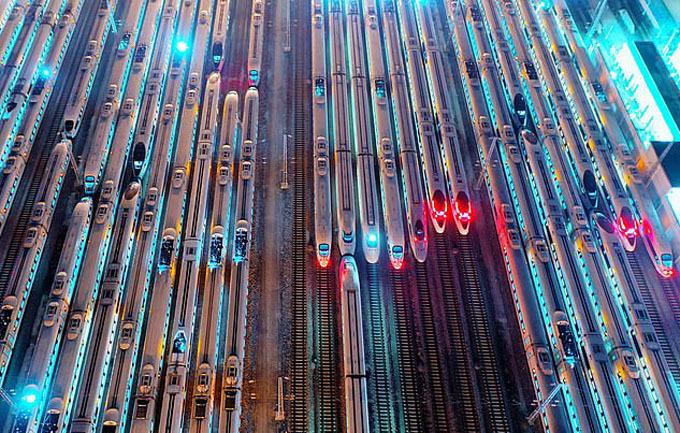 Nhà chức trách Trung Quốc ước tính có 440 triệu người dân về quê ăn Tết trong năm nay, tăng 27 triệu so với năm ngoái. Con số 440 triệu nhiều hơn tổng dân số Mỹ và gấp 6 lần dân số Vương quốc Anh. Điều này đồng nghĩa với việc trung bình mỗi ngày sẽ có khoảng 11 triệu người di chuyển bằng tàu hỏa trong vòng 6 tuần tới.