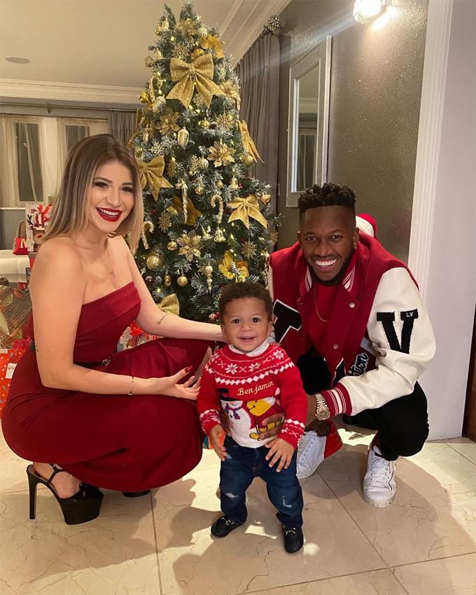 Vợ chồng Fred bên con trai nhỏ dịp Giáng sinh vừa qua.
