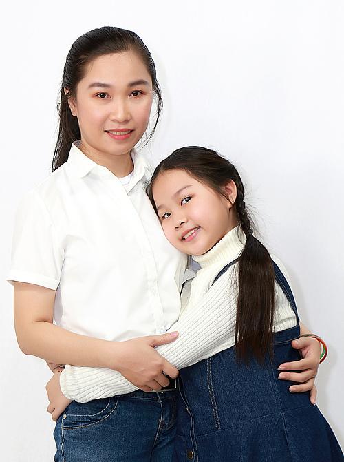 Bé Hoài Phương và mẹ.