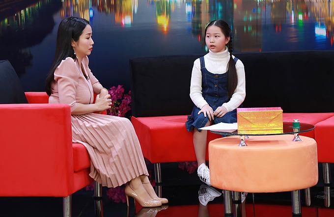 Hoài Phương chia sẻ với MC Ốc Thanh Vân điều bí mật cô bé giữ kín bấy lâu trong chương trình Điều Con Muốn Nói phát sóng lúc 20h30 hôm nay11/1/2020 trên VTV9.