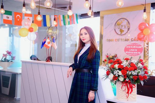 Ngoài những dự án thiện nguyện, Ngọc Phương còn là một doanh nhân thành đạt. Cô vừa khai trương chi nhánh TOPVN Hà Nội và là gương mặt đại diện của thương hiệu.