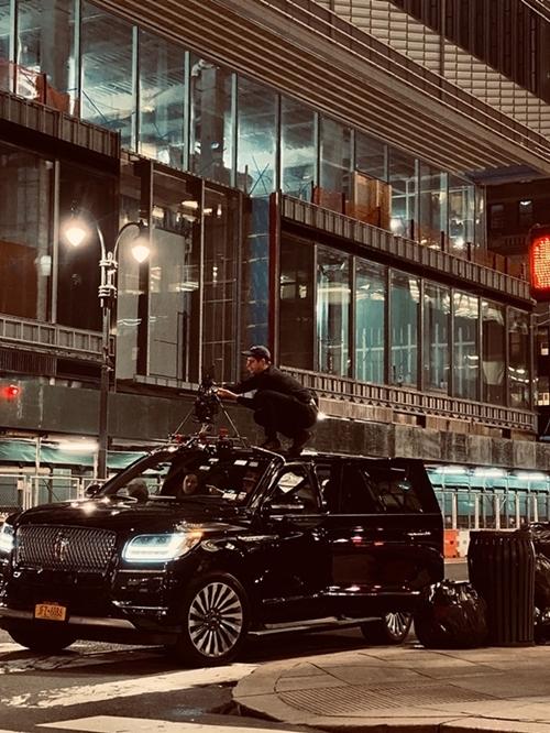 Nhiều thiết bị ghi hình hiện đại được sử dụng cho phim. Các cảnh quay trên đường phố được lực lượng an ninh bản địa giám sát và hỗ trợ.