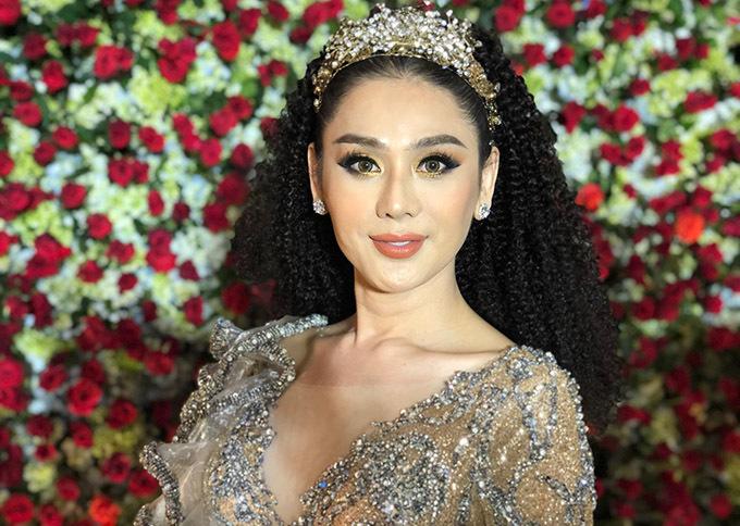 Lâm Khánh Chi tổ chức tiệc cưới cho các cặp đôi trong cộng đồng LGBT (đồng tính, song tính và chuyển giới) tại TP HCM. Cô đã thức nhiều đêm, ăn ngủ thất thường để làm sự kiện này.