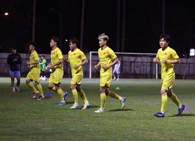U23 Việt Nam luyện công trong đêm