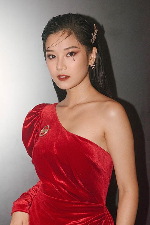 Hoàng Yến cho biết, cô sẽ trở lại mạnh mẽ trong đầu năm 2020 ở cả điện ảnh và ca hát. Cô vừa giới thiệu MV Cánh hoa tổn thương và chuẩn bị ra mắt bộ phim Bí mật của gió. Cô hiện lọt Top 5 đề cử Ngôi sao phim ảnh của năm do báo Ngoisao.net tổ chức.