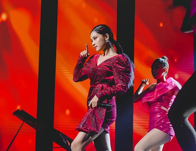 Đây là lần thứ hai cô góp mặt tại giải thưởngnày. Năm 2018, cô đảm nhận vai trò trao giải cho diễn viên Hàn Quốc Kim Nam Joo.Giải thưởngdo Tạp chí Truyền hình châu Átổ chức thường niên bởi Tạp chí Truyền hình châu Á, thu hút hơn hơn 1.000 ứng viên tham dự đến từ nhiều quốc gia nhưSingapore, Hàn Quốc, Hong Kong, Nhật Bản, Trung Quốc,... Họ tranh giải thưởng thuộc nhiều hạng mục khác nhau bao gồm âm nhạc, phim ảnh...