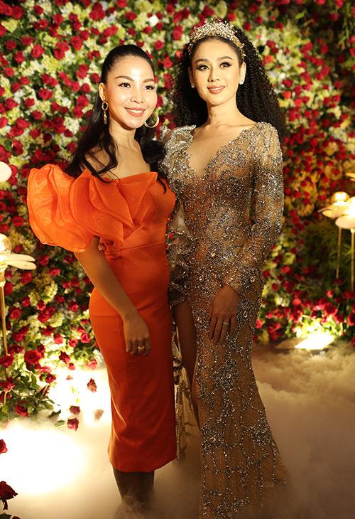 Ca sĩ Khánh Loan có mối quan hệ thân thiết với Lâm Khánh Chi.